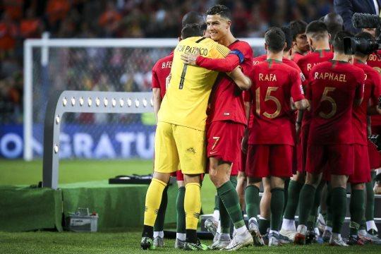 A seleção portuguesa de futebol vai dar metade do prémio de qualificação para o Campeonato da Europa de 2020 ao fundo de apoio às competições não profissionais, canceladas devido à pandemia de covid-19, anunciou hoje a federação.
